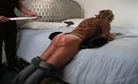 καλό κορίτσι υπακουη την επιθυμία του Αφέντη BDSM
