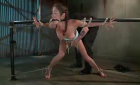 BDSM Ekpaidef̱si̱ Sklavas se ypotagi kai Squirting