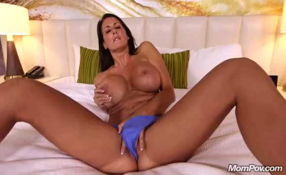 Reagan - Beautiful busty MILF